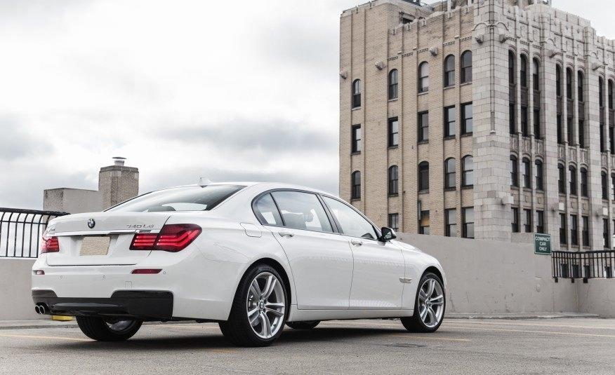 BMW 7 белый