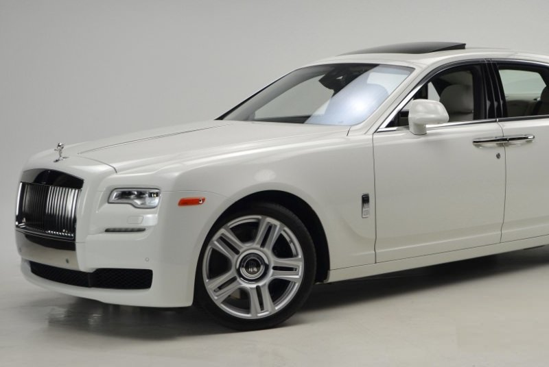RENT ROLLS ROYCE GHOST IN DUBAI
