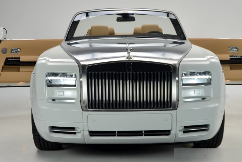 ROLLS ROYCE PHANTOM DROPHEAD White