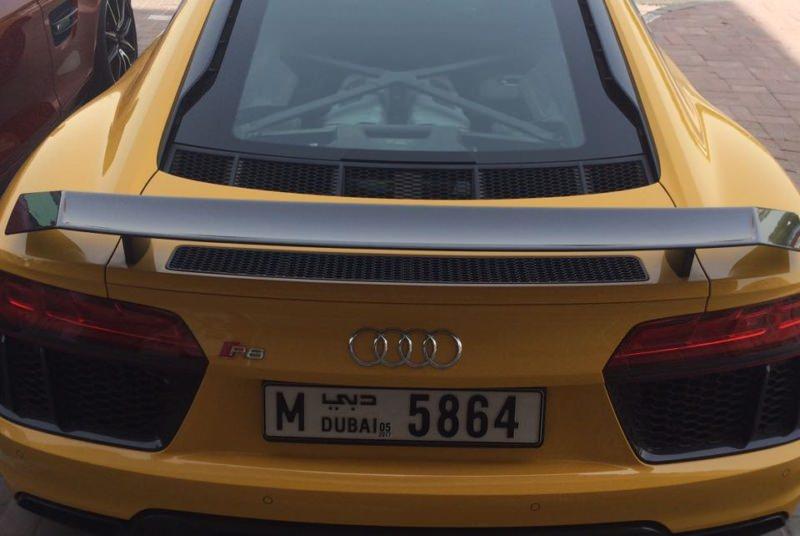 AUDI R8 SPIDER yellow