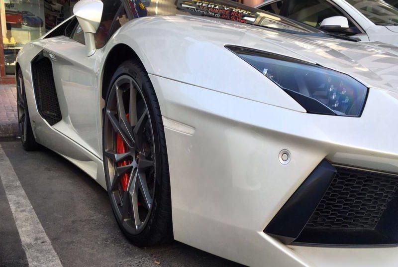Rent LAMBORGHINI AVENTADOR ROADSTER in Dubai