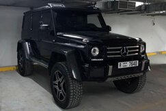 MERCEDES BENZ G500 black