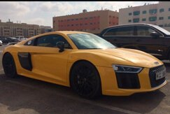 AUDI R8 SPIDER yellow