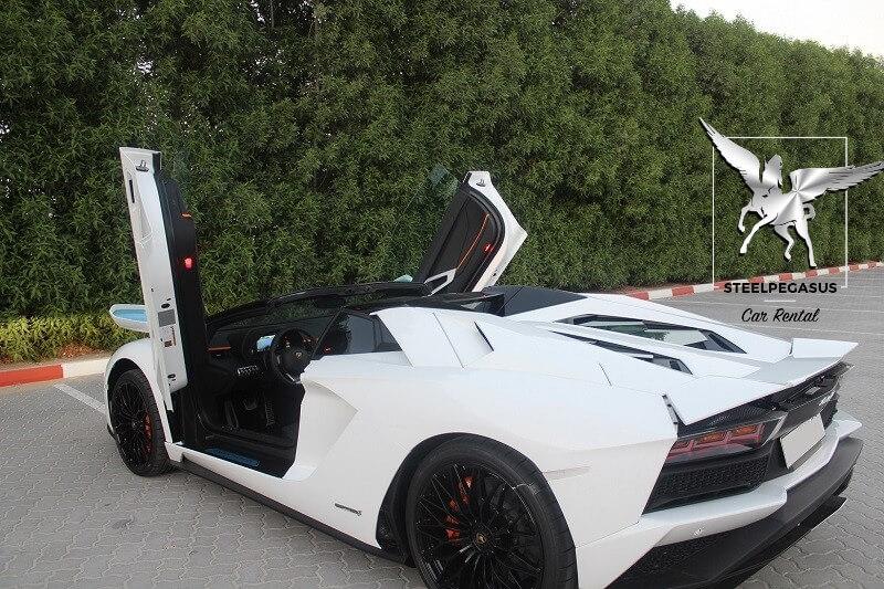 Lamborghini Aventador S Roadster 2018 белый