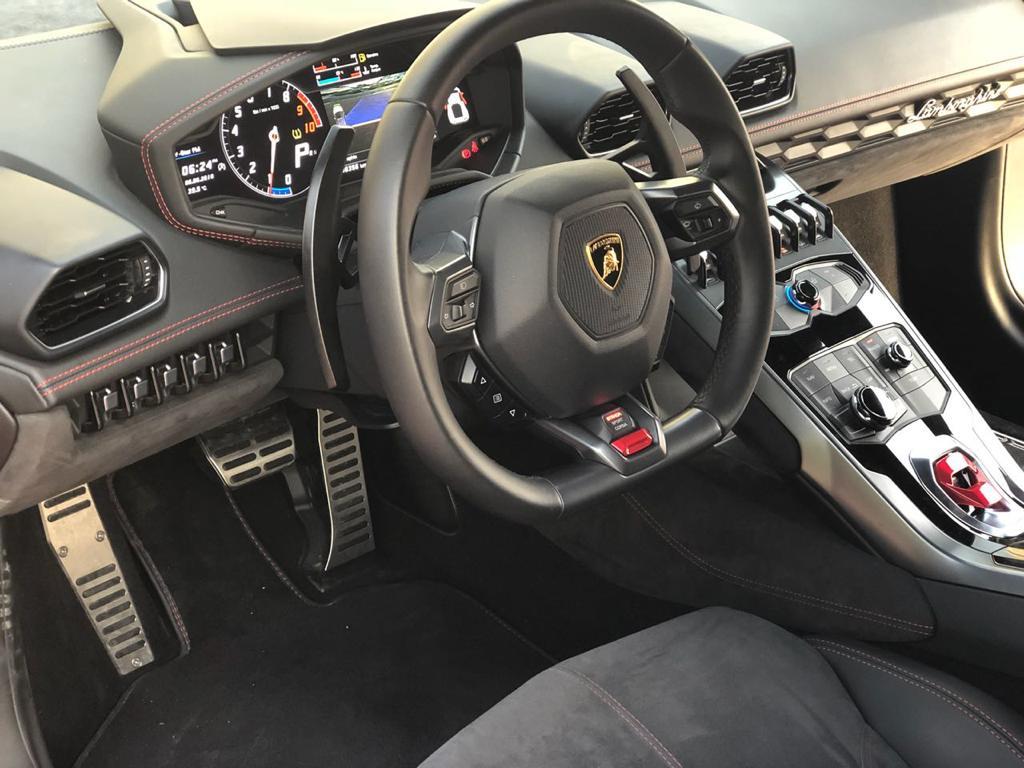 Lamborghini Huracan красный