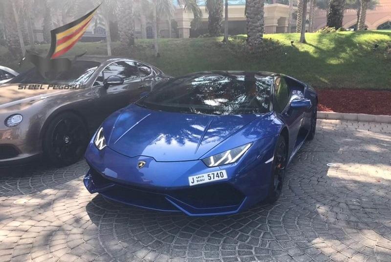 Lamborghini Huracan синий