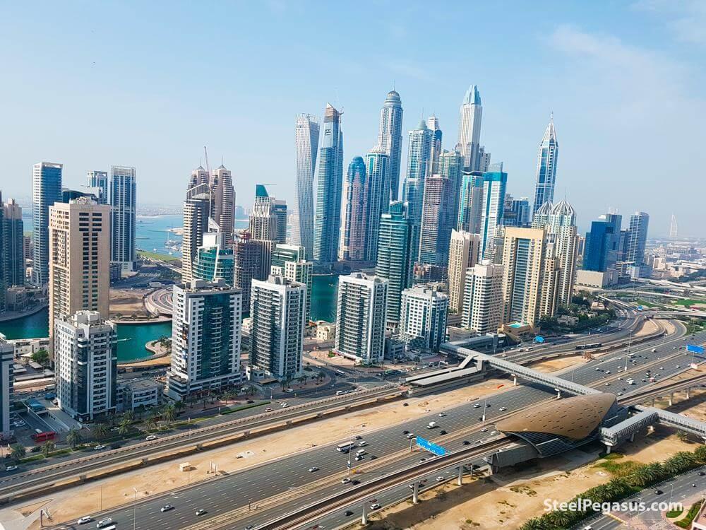 Вид на многоэтажки Дубай Марины